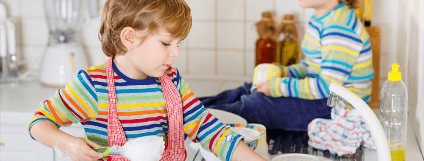 Pomoc dětí v domácnosti - ilustrační foto