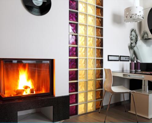 Vytápění krbovými kamny v interieru - ilustrační foto