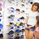 Výběr sportovní obuvi - ilustrační foto